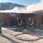 Incendio in uno chalet a Campo Felice, quattro squadre di vigili del fuoco impegnate nello spegnimento