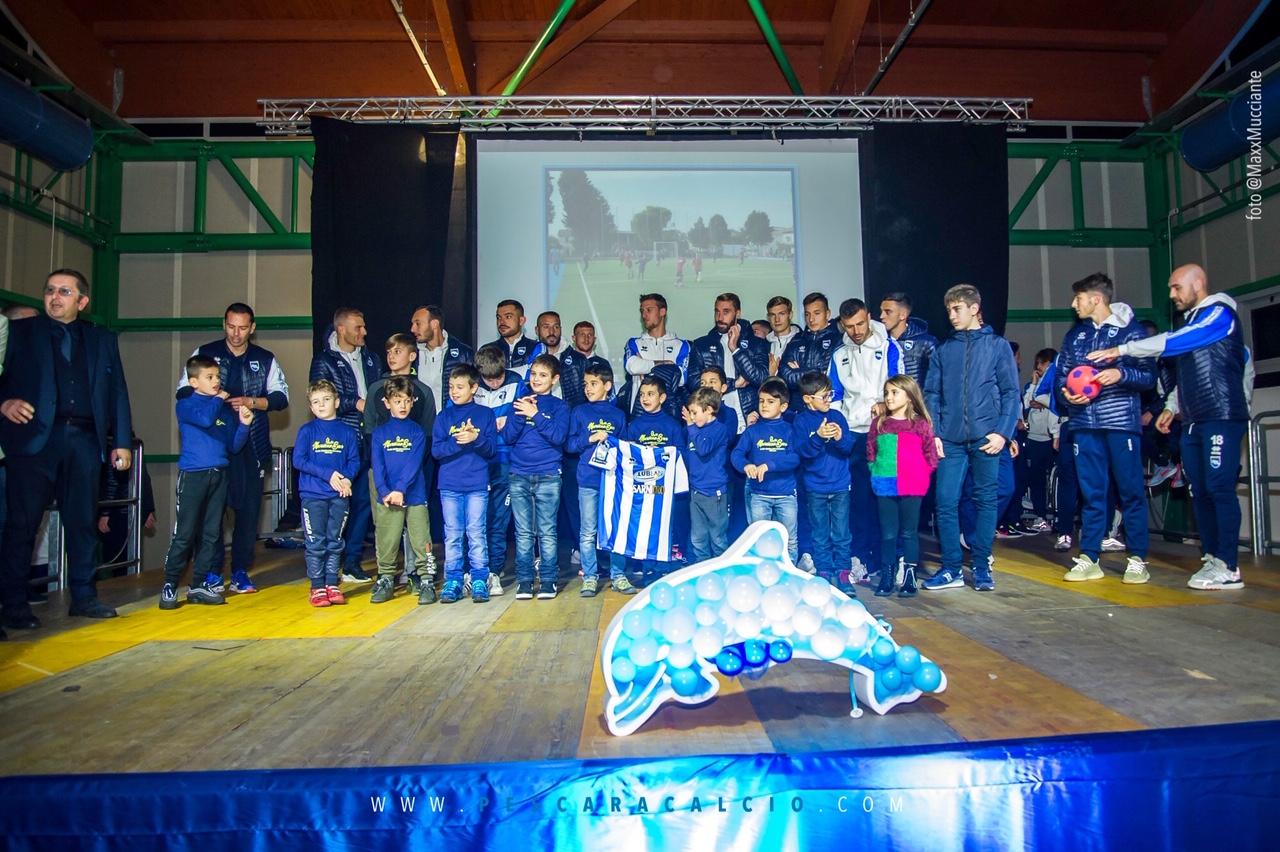 Scuola Calcio Collelongo alla festa di Natale con il Pescara Calcio