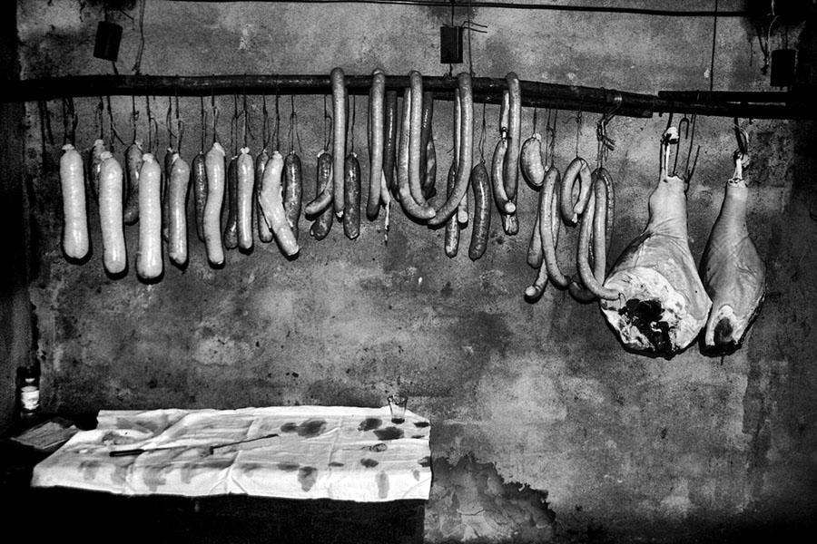 Gennaio, è tempo di provviste per l'inverno con il tradizionale sacrificio del maiale