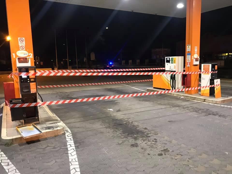 Furto nella notte al distributore di carburanti del Conad, sospesa temporaneamente la fornitura