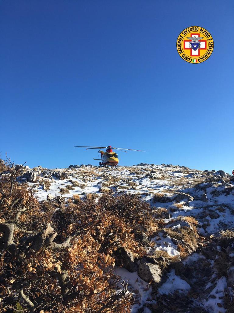 Infortunio in montagna nel carsolano, interviene l'elisoccorso per salvare una donna