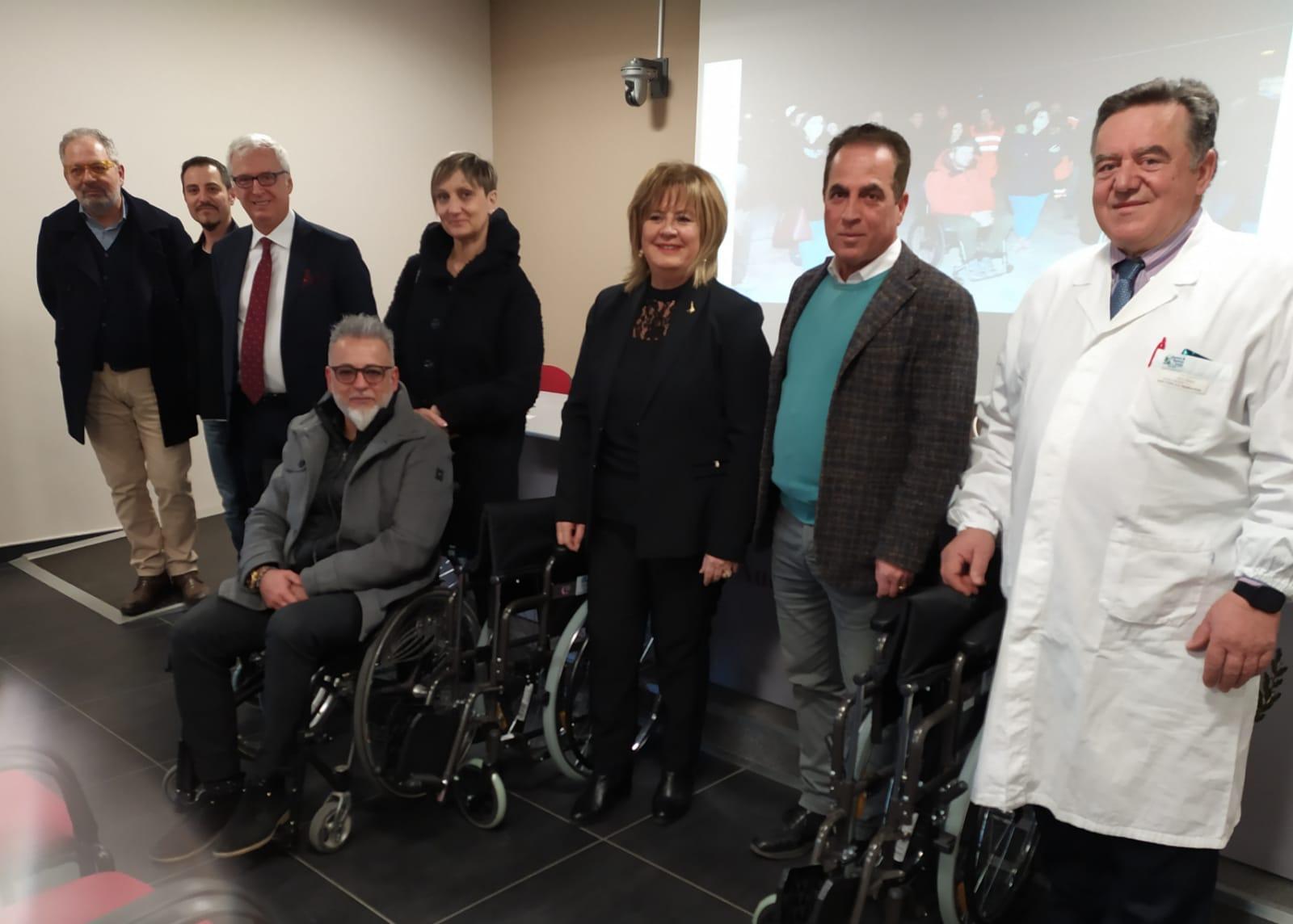 L'Aquila, neurologia: donate 3 carrozzelle da Alice Abruzzo e chimico sanitaria