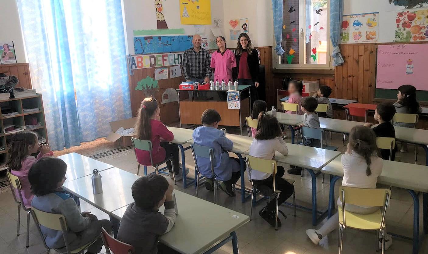 Le borracce della Segen arrivano nella scuola dell'infanzia Asilo Pio XI di Villa San Sebastiano
