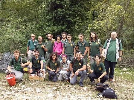 Attività di volontariato nel Parco, nella Valle del Giovenco puliti i sentieri V3-V6-A1 e messa in funzione di recinzioni elettrificate