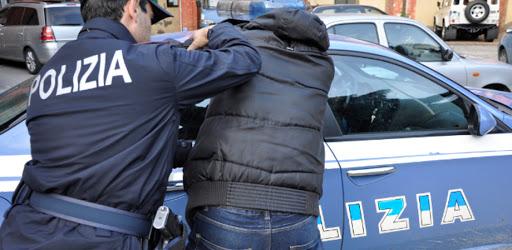 Rubano un cellulare ad un giovane dentro un centro commerciale, arrestati due minorenni