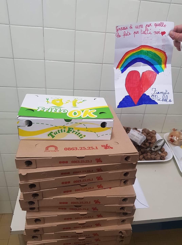 La piccola Michela regala pizze al reparto Malattie Infettive di Avezzano