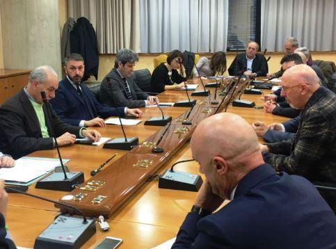 Firmato il protocollo d'intesa sulla ferrovia Roma Pescara, il sindaco Giovagnorio chiede a Marsilio di riprendere il tema della soppressione dei passaggi a livello marsicani