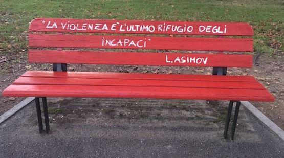 «Ogni volta che una donna lotta per se stessa, lotta per tutte le donne.» L'8 marzo, nel giorno della festa della donna, l'AVIS di Capistrello inaugura la Panchina Rossa