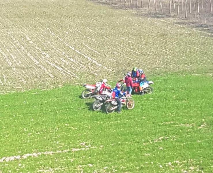 Sei ragazzi fanno motocross nella Vallelonga, tutti denunciati alla Procura della Repubblica