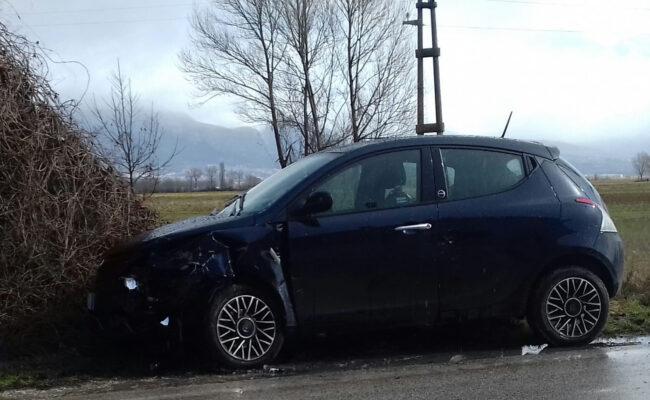Avezzano, schianto in via Nuova: due auto coinvolte