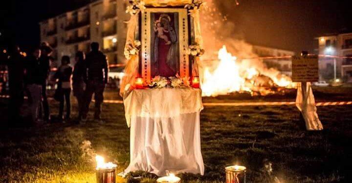Festa della Madonna di Pietraquaria, il Vescovo Santoro annuncia la sospensione. Lumi alle finestre al posto dei focaracci