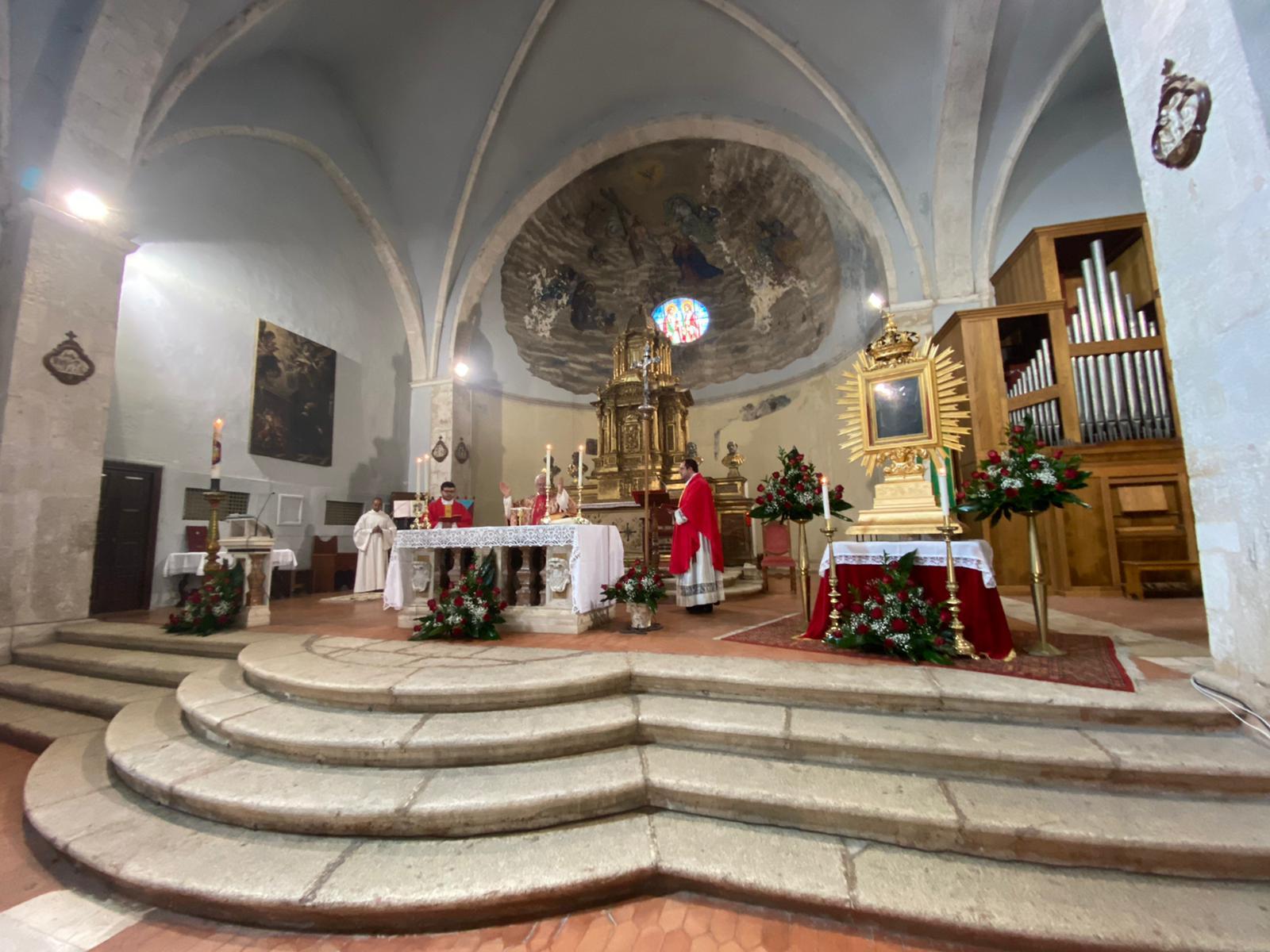 La festa del Volto santo a Tagliacozzo ai tempi del coronavirus, una piazza virtualmente affollata per una preghiera al ritorno ad una normalità della città e del mondo