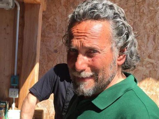 Uomo trovato morto in casa dopo mesi, triste scoperta a Tagliacozzo. Addio a Furio Lescarini