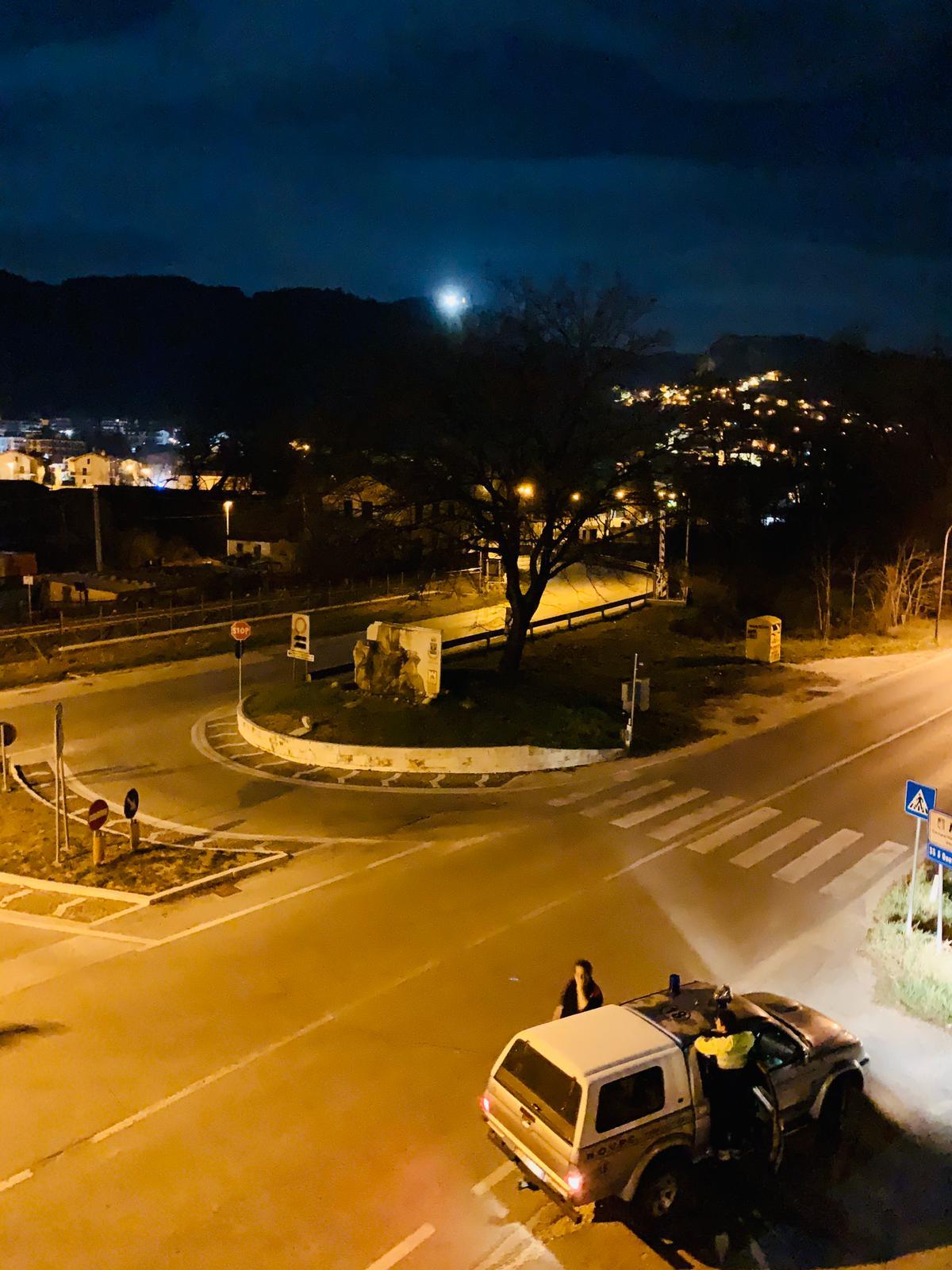 La Protezione Civile Tagliacozzo accende la Torre Faro in ricordo delle vittime del terremoto dell'Aquila