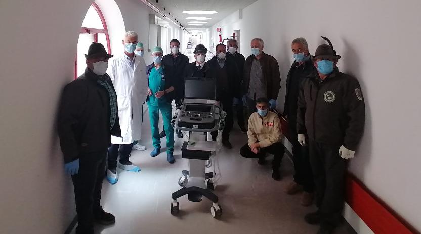 Gli Alpini donano un ecografo all'ospedale dell'Aquila