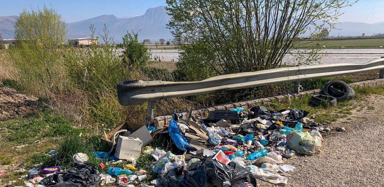 """Palmieri """"Un oceano di plastica sul letto del Vecchio Lago prosciugato"""""""