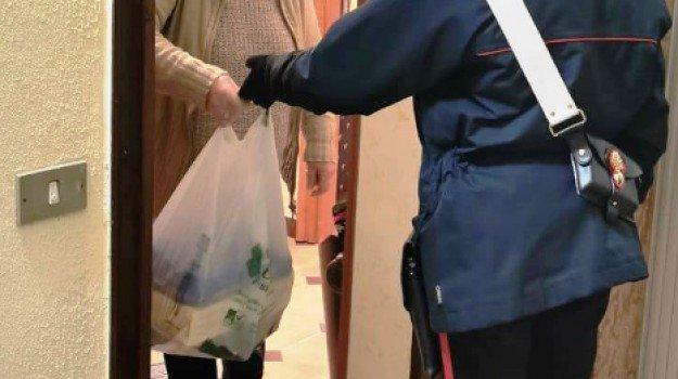 Carabinieri di Pescina insieme al Comune e alla Protezione Civile per regalare un sorriso a chi in questi giorni non riesce a mangiare