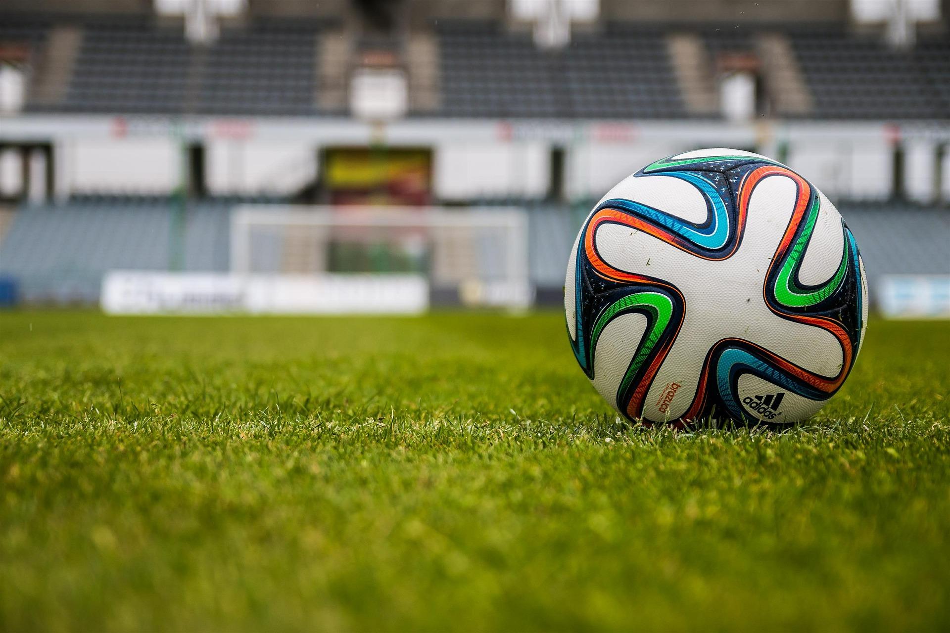 Perché il calcio spinge per ripartire