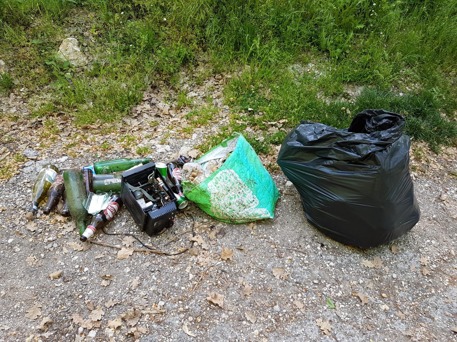 Avezzano, ancora rifiuti in strada nella zona di Antrosano