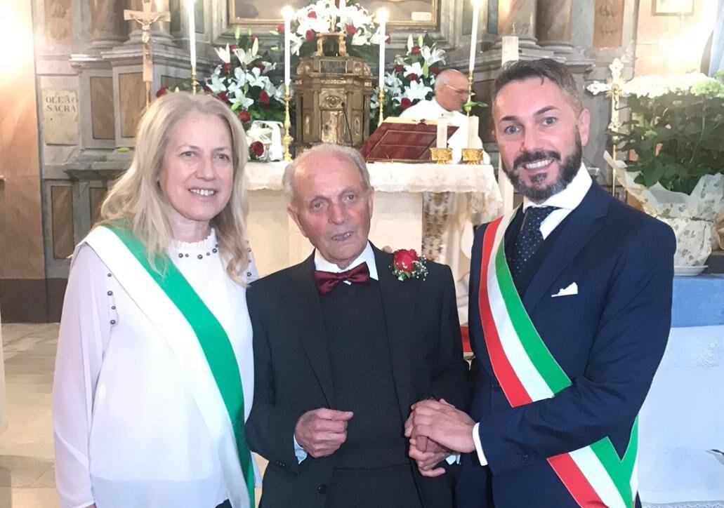 Nonno Umberto dalla pandemia della spagnola alla pandemia del Covid-19, festeggia i 102 anni donando mascherine ai suoi compaesani
