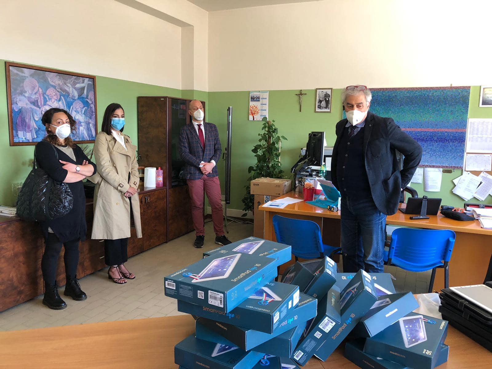 La fondazione Fabio Piccone dona 40 tablet agli studenti di Celano