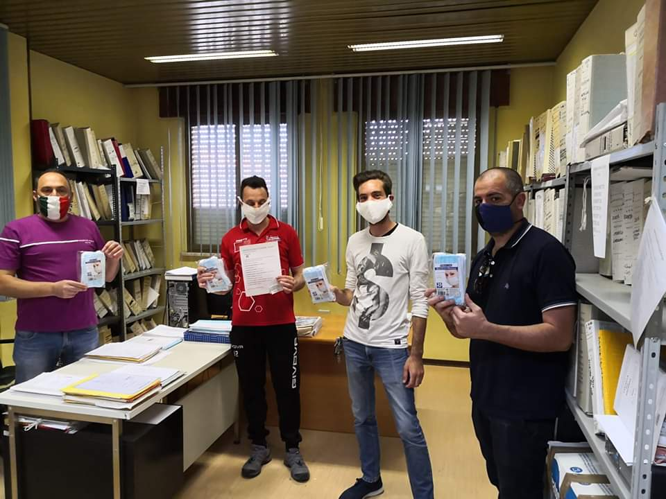 Il gruppo fantacalcio di Ortucchio dona mascherine alla comunità