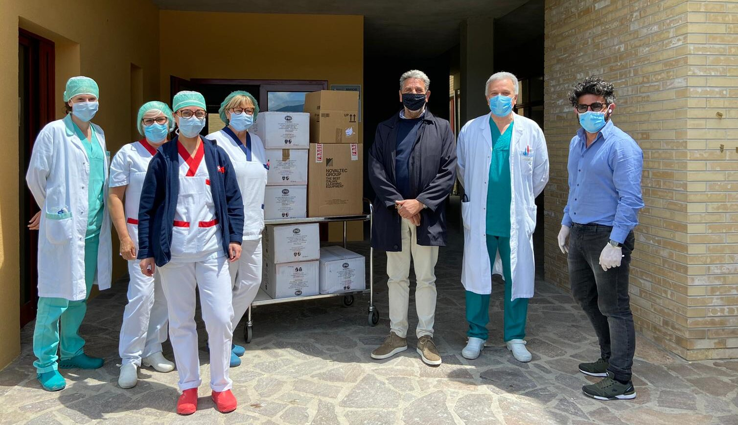 il Comune e la ProLoco di Rocca di Mezzo donano presidi sanitari al reparto di Malattie Infettive del San Salvatore