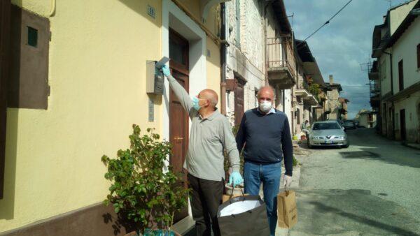 """L'associazione """"Ciao Tutu"""" e il Gruppo Alpini donano mascherine alla comunità di Antrosano"""
