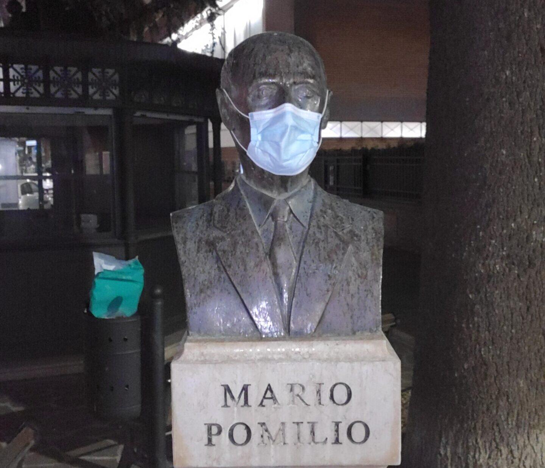 Avezzano, anche Mario Pomilio indossa una mascherina