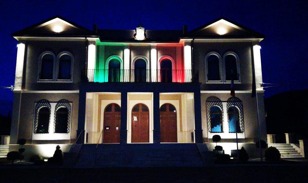 Il Comune di Capistrello si illumina con i colori della bandiera Italiana