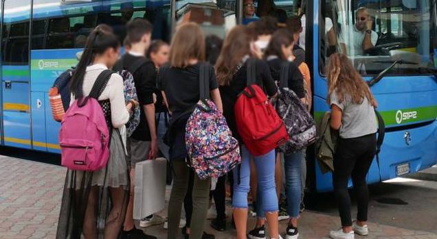 Rimborso abbonamenti bus agli studenti causa emergenza, presentata mozione in consiglio provinciale a L'Aquila