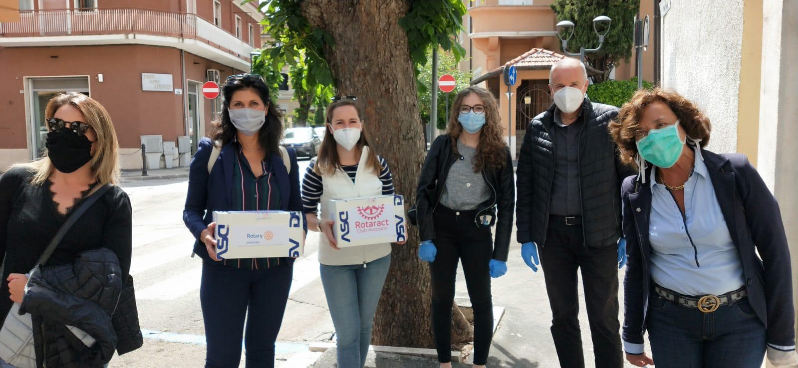 Proteggere chi aiuta, Rotary e Rotaract donano mascherine alla Caritas di Avezzano