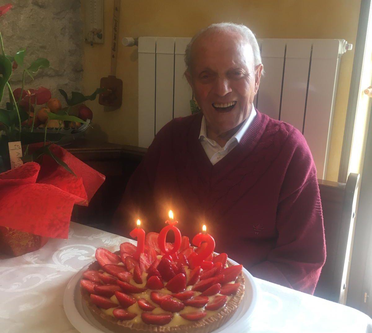 """102 candeline: il sorriso di speranza di """"nonno Umberto"""""""