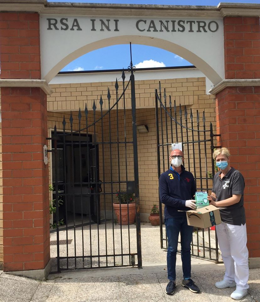 100 mascherine FFP2 in dono alla RSA INI di Canistro da parte della comunità Canistro Superiore e l'Associazione DONNE 2000