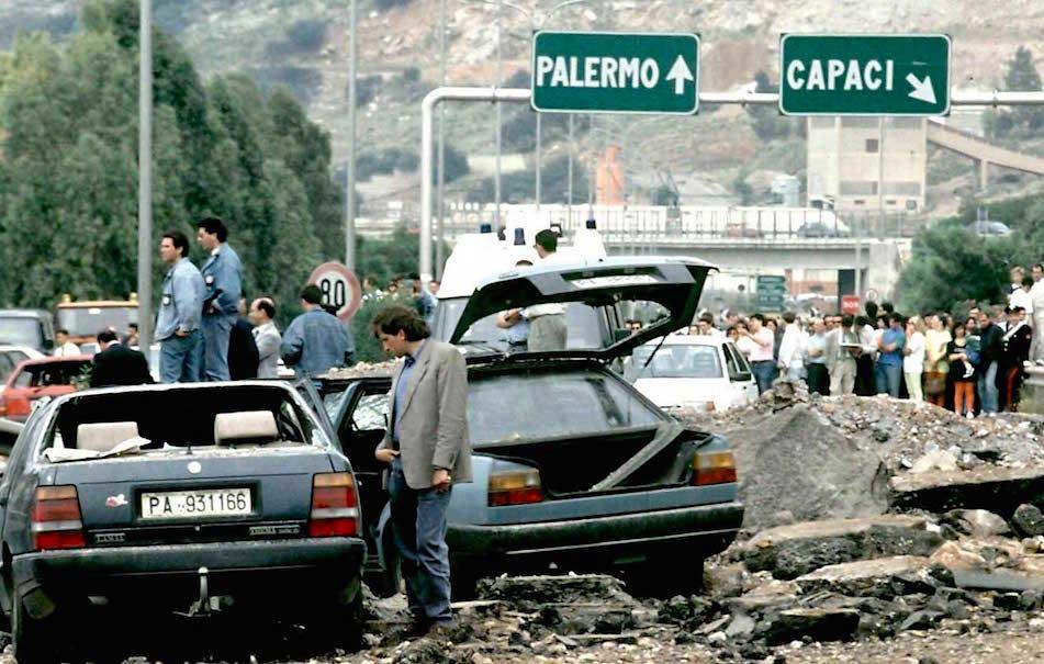 Ventotto anni dal terribile boato dove persero la vita Falcone, la moglie Francesca e gli agenti della scorta Vito Schifani, Rocco Dicillo e Antonio Montinaro