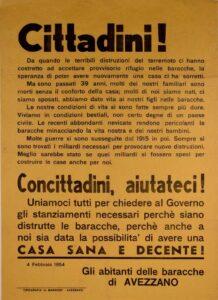 La protesta degli abitanti delle baracche del terremoto di Avezzano in un manifesto d'epoca