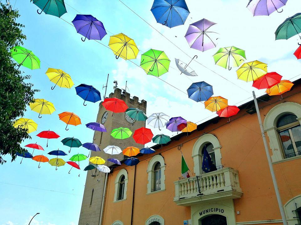Tornano gli ombrelli colorati ad Aielli