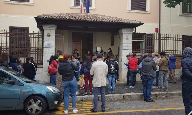 Flash mob ad Avezzano contro la chiusura dell'istituto ...