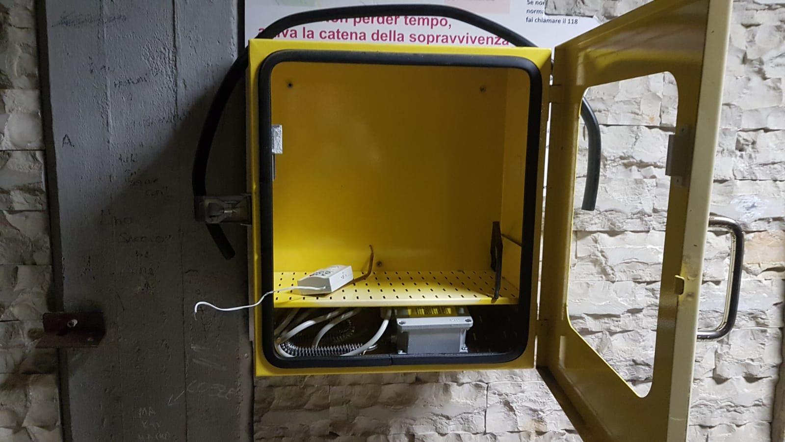 Defibrillatore vandalizzato in pieno centro: presentata denuncia contro ignoti