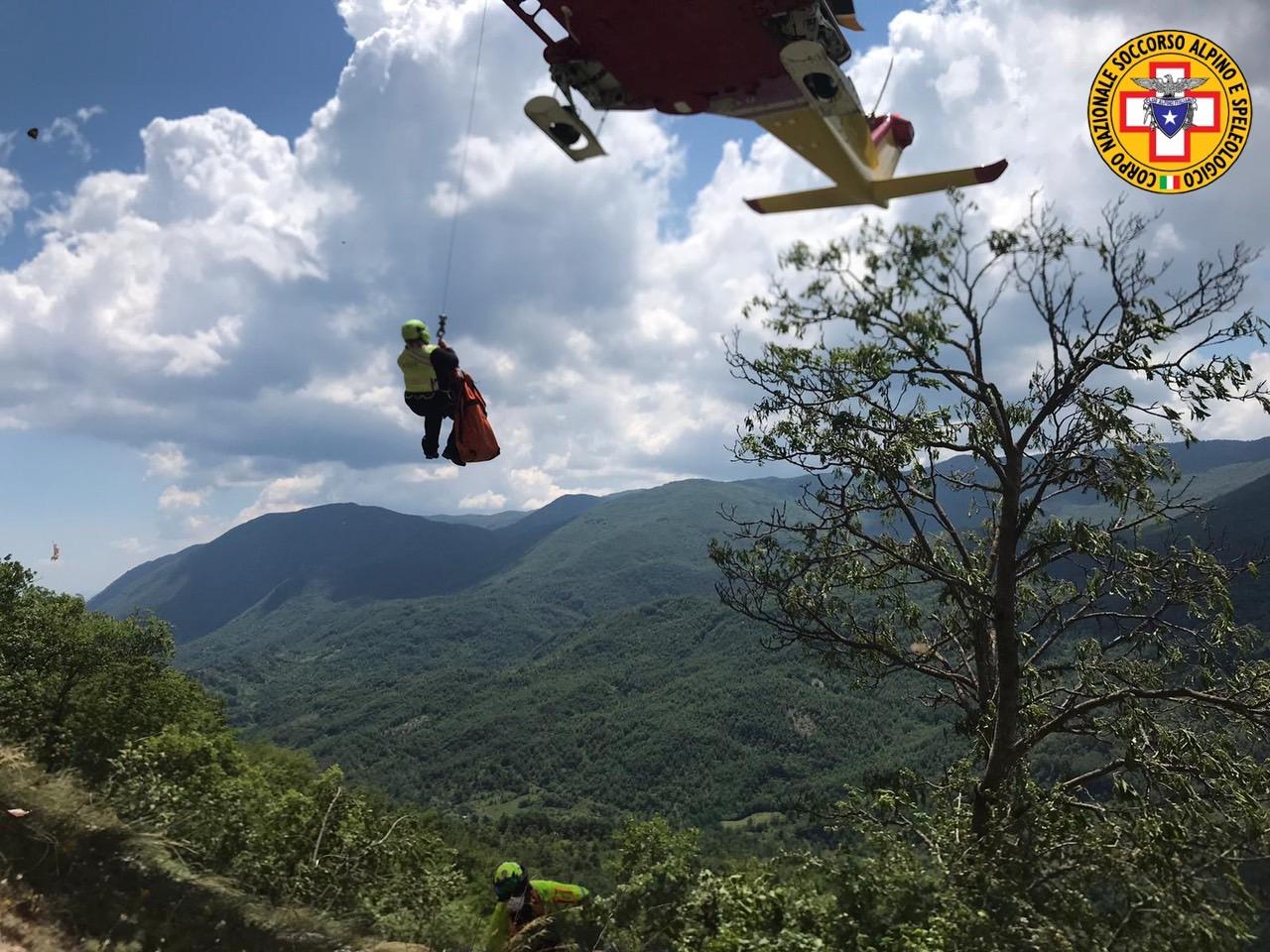 Castellafiume, incidente in falesia: climber precipita sulle rocce ma sta bene