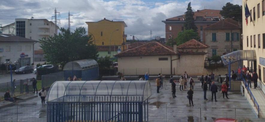 Agenzia delle Entrate di Avezzano, in fila anche sotto la pioggia