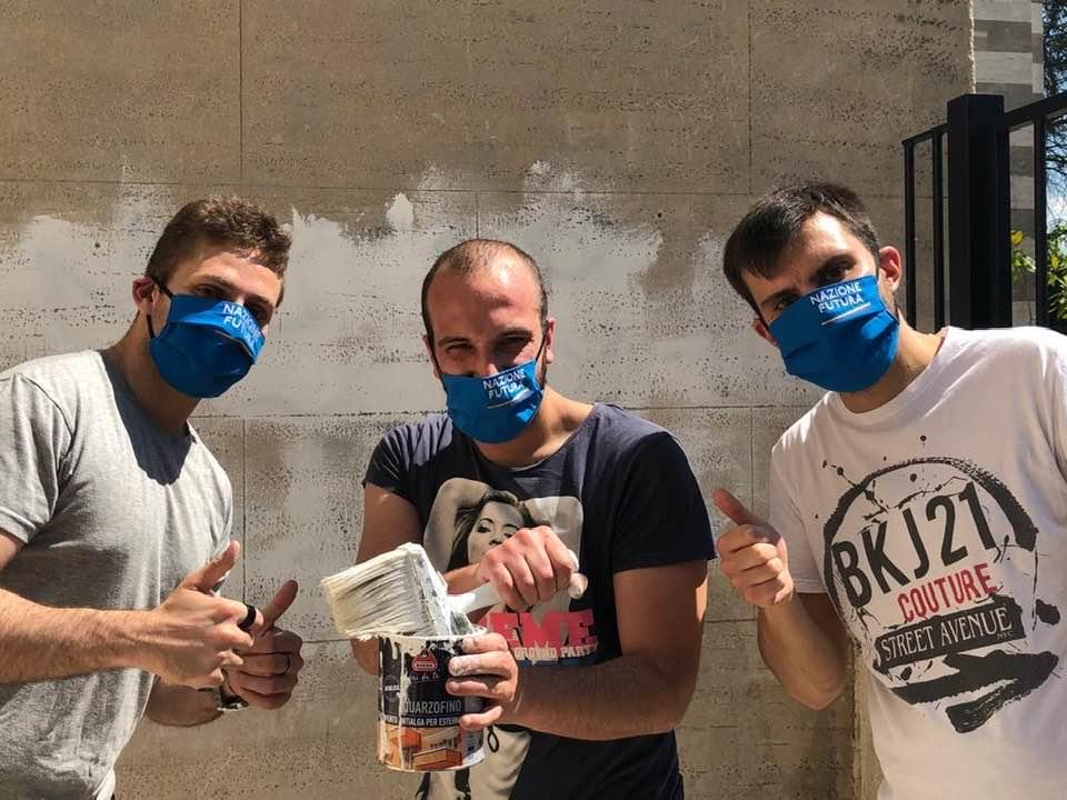 Azione Futura rimuove alcune scritte e murales presenti nella Cattedrale di Avezzano