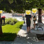 """Piccoli atti vandalici nel centro cittadino, punizione esemplare per 4 giovani: """"devono ripulire le principali strade del posto"""""""