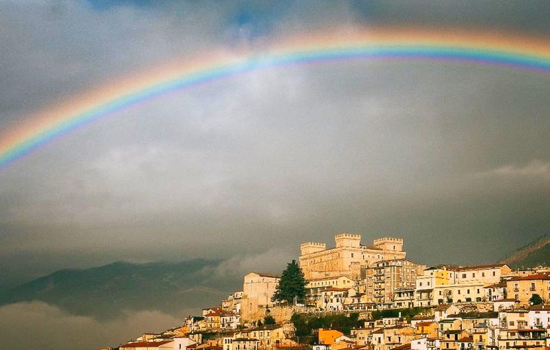 Bellissimo arcobaleno su Celano, attimi di pura meraviglia