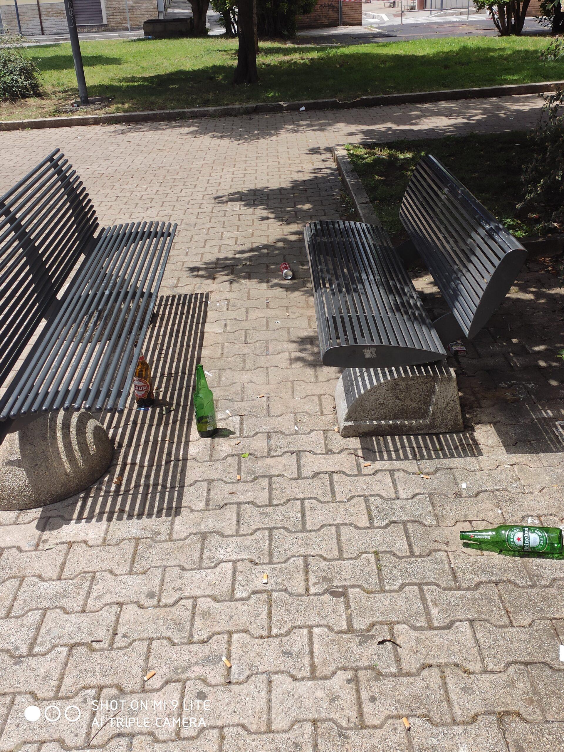 Avezzano, vandali in azione in 3 piazzette: rompono bottiglie in strada e si arrampicano sui balconi