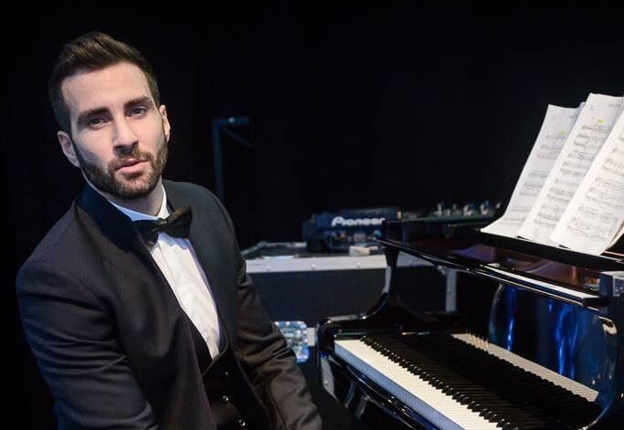 Il direttore Jacopo Sipari, torna sul podio dirigendo l'Orchestra Sinfonica Siciliana
