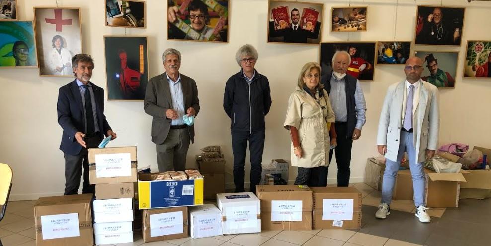 Lions Club l'Aquila dona generi alimentari all'Auser per le famiglie in difficoltà