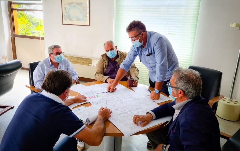 Comune di Pescina e Consorzio di Bonifica Ovest lavorano all'impianto irriguo e alla pulizia del laghetto lungo il fiume Giovenco