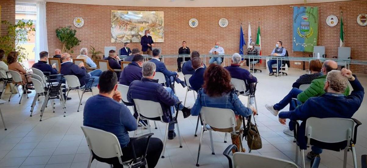 Sindaci in Conclave a Scurcola Marsicana per giubilare il Direttore Generale Testa, ma la fumata è nera