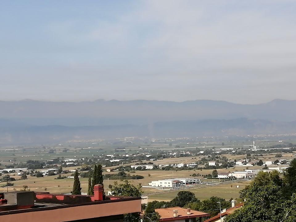 Vasto incendio ad Avezzano, visibile anche da Aielli la colonna di fumo